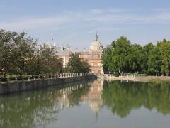 800px-Aranjuez_PalacioDesdePuenteBarcas.jpg