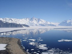 800px-Mt_Herschel_Antarctica_Jan_2006.jpg