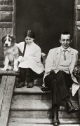 380px-Rachmaninoff_and_daughter.jpg