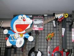 800px-Doraemon_Guitar-240x180.jpg