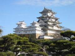 800px-Himeji_Castle_The_Keep_Towers.jpg