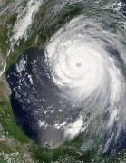 465px-Hurricane_Katrina_August_28_2005_NASA.jpg