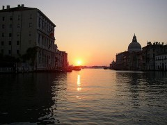 800px-Canal_Grande_in_the_sunset.jpg
