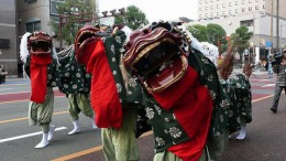 800px-Miyazaki_Shrine_Grand_Festival_in_2008_Lion_Dance_01.jpg