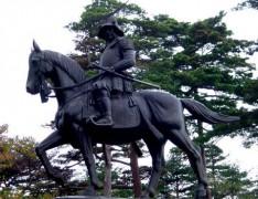 Statue_of_Date_Masamune.jpg