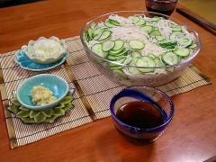 799px-Somen_is_wonderfully_refreshing_summer_noodle_in_Japan.jpg