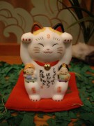 450px-Maneki_neko_by_greychr_in_Japantown_San_Francisco.jpg