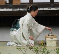 Seiza_woman_tea.jpg