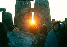 220px-StonehengeSunrise1980s.jpg