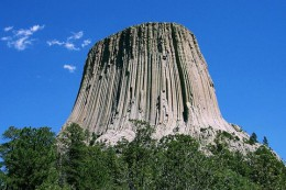800px-Devils_Tower_CROP.jpg