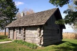 800px-Little_House_Wayside_replica.jpg