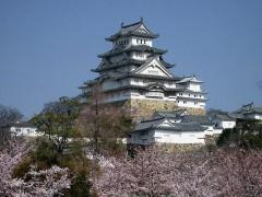 Castle_Himeji_sakura01_adjusted.jpg