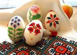 800px-EMBROIDERED_EGGS_BY_I_FOROSTYUK.jpg