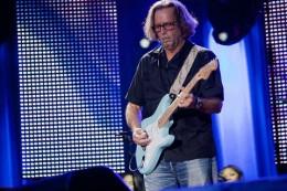 800px-Eric_Clapton_in_concert.jpg