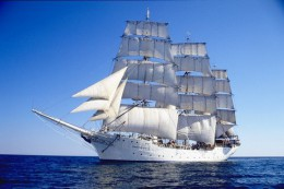 Tall_ship_Christian_Radich_under_sail.jpg