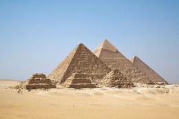 800px-All_Gizah_Pyramids.jpg