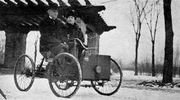 800px-Mr_and_Mrs_Henry_Ford_in_his_first_car.jpg