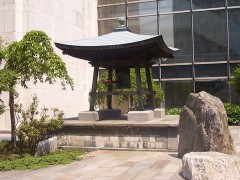Japanese_Peace_Bell_of_United_Nations.jpg