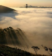 558px-San_francisco_in_fog_with_rays.jpg