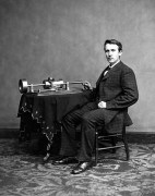 476px-Edison_and_phonograph_edit3.jpg