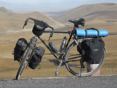 800px-Loaded_touring_bicycle.jpg