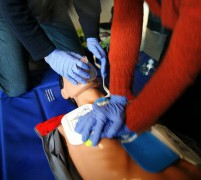672px-CPR_training-04.jpg