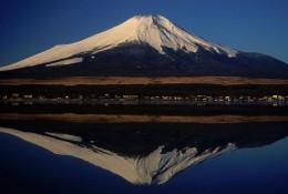 800px-01_Fujisan_from_Yamanakako_2004-2-7.jpg