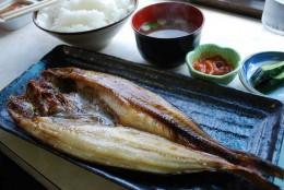 800px-Okhostk_atka_mackerelhokke-yakizakana-teisyokusyari-townjapan.JPG