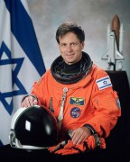 480px-Ilan_Ramon_NASA_photo_portrait_in_orange_suit.jpg