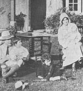 Baden-Powell_family_1917.jpg