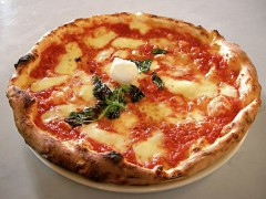 Eq_it-na_pizza-margherita_sep2005_sml.jpg