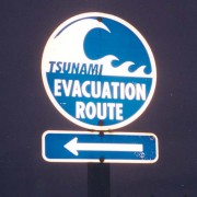 Tsunami_Evacuation_Route_signage_south_of_Aberdeen_Washington.jpg