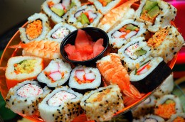 800px-Assortment_of_sushi_May_2010.jpg