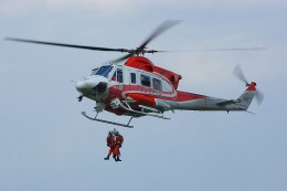 800px-HAMANASU2__hoist_up_Rescueman.JPG