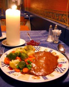477px-Norwegian.cuisine-Reinsdyrsteik-01.jpg