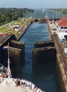440px-Panama_Canal_Gatun_Locks_opening.jpg