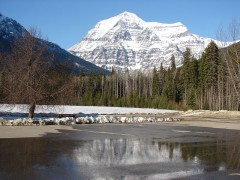 Mount_Robson_S_face.JPG