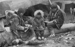 800px-Eskimo_Family_NGM-v31-p564.jpg