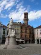 Vercelli-Piazza_Cavour.jpg