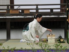 Tea_ceremony_performing_2.jpg