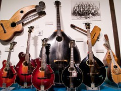 375px-Gibson_Mandolin_Family_National_Music_Museum_Vermillion_South_Dakota.jpg