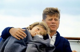 800px-JFK_with_Caroline_on_the_Honey_Fitz_1963.jpg
