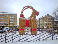375px-Gavle_christmas_billy_goat.jpg