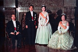 450px-Crown_Prince__Princess__Emperor_Showa__Empress_Kojun_wedding_1959-4.jpg