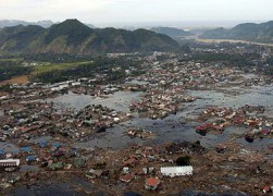 375px-US_Navy_050102-N-9593M-040_A_village_near_the_coast_of_Sumatra_lays_in_ruin_after_the_Tsunami_that_struck_South_East_Asia.jpg
