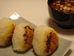 270px-Miso_musubi_and_miso_soup_by_shibainu.jpg
