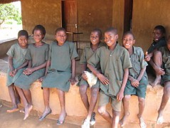 330px-Children_outside_a_school_in_southern_Zambia_March_2012_8405084723.jpg