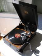 Portable_78_rpm_record_player.jpg