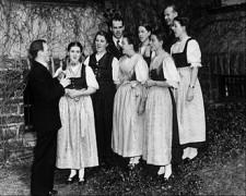 330px-Trapp_Family_Singers_1941.JPG