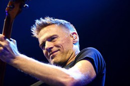 375px-Bryan_Adams_Hamburg_MG_0631_flickr.jpg